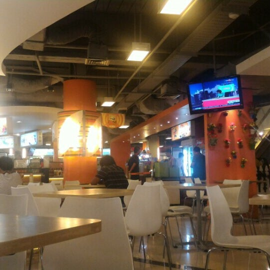 Photo taken at Food Court MKG 1 by Charles X. on 2/6/2016