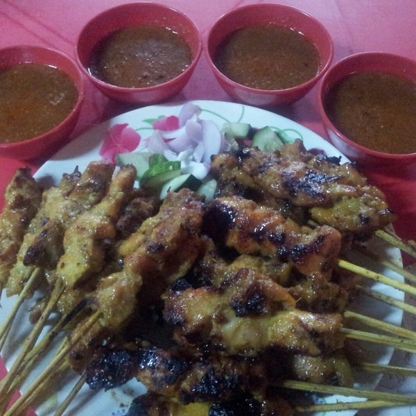 Photo taken at Satay Hut by Bahij B. on 11/27/2014