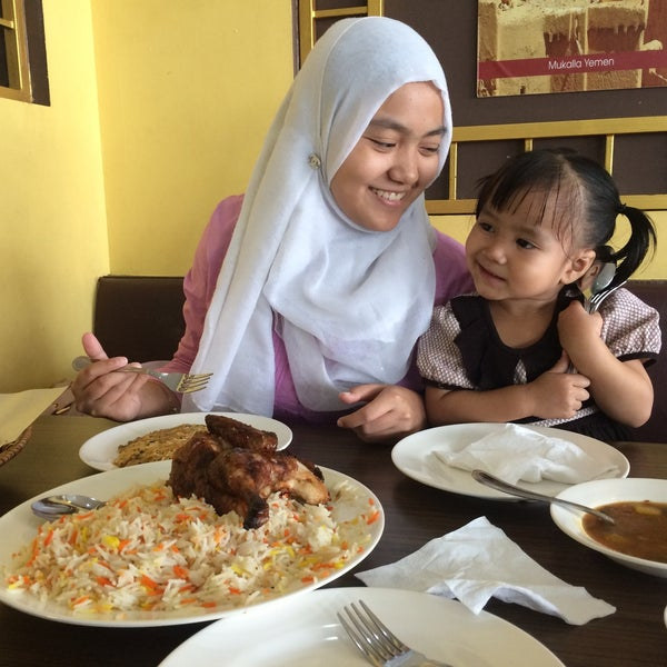 Photo taken at Restoran Dallah Nasi Arab by Harziatul A. on 10/21/2015