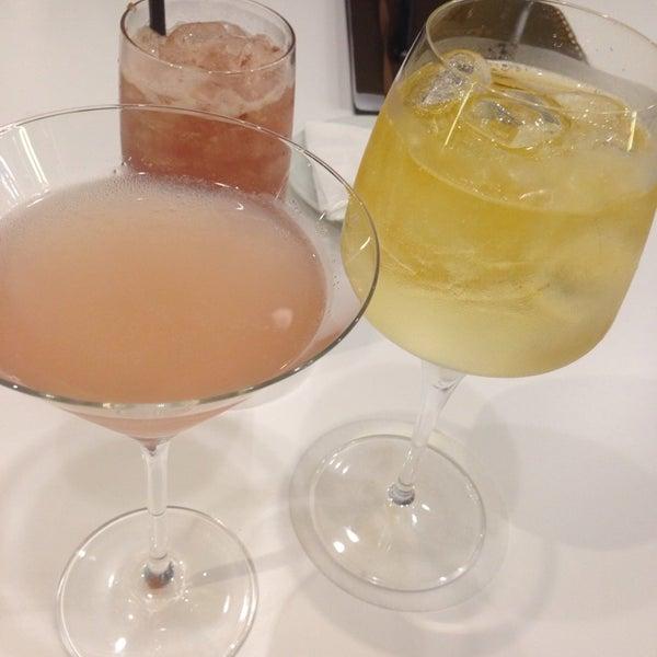 Foto tirada no(a) HUB-Food Art & Lounge por Roberta B. em 6/24/2014