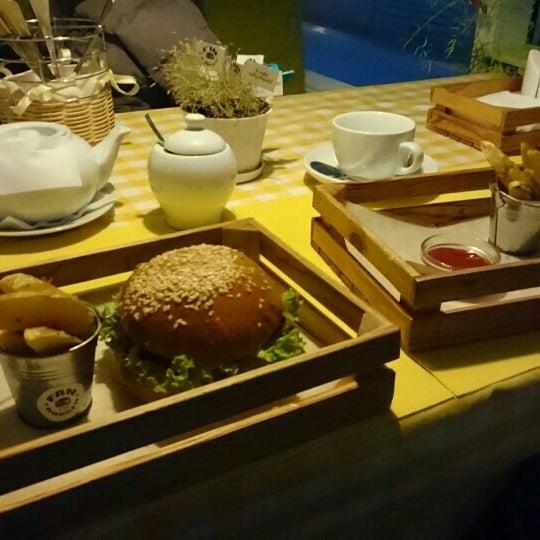 Снимок сделан в Fan Burger Bar пользователем Dmytro P. 12/6/2015