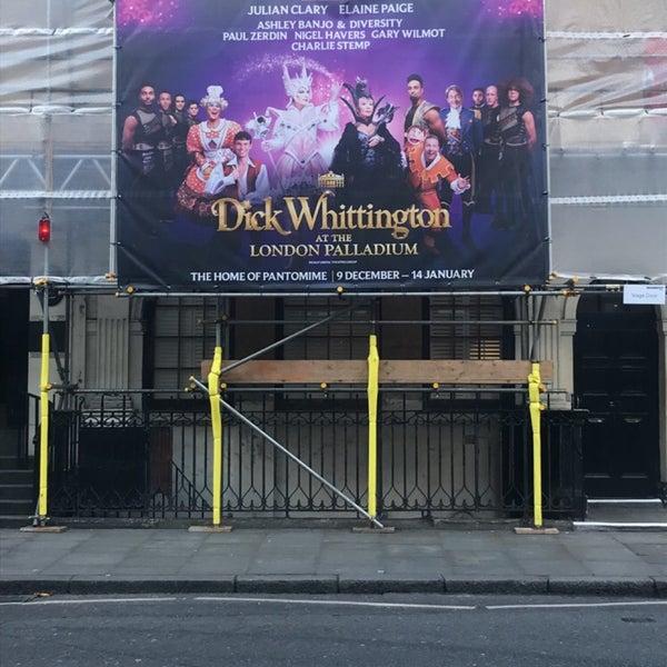 Foto scattata a The London Palladium da Sooz il 12/8/2017