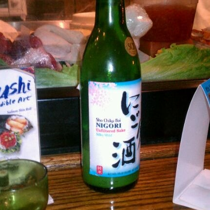 Photo taken at Tomo Japanese Cuisine by Gabriel on 3/5/2012