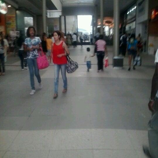 Foto tirada no(a) Partage Shopping São Gonçalo por Viviane M. em 8/10/2012