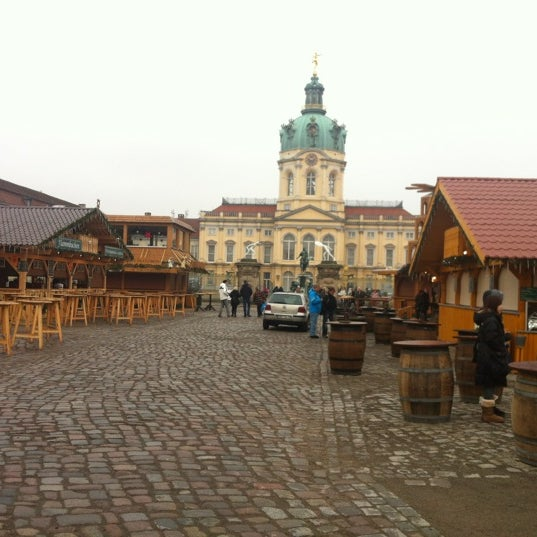 Photo taken at Weihnachtsmarkt vor dem Schloss Charlottenburg by Petra A. B. on 12/18/2012