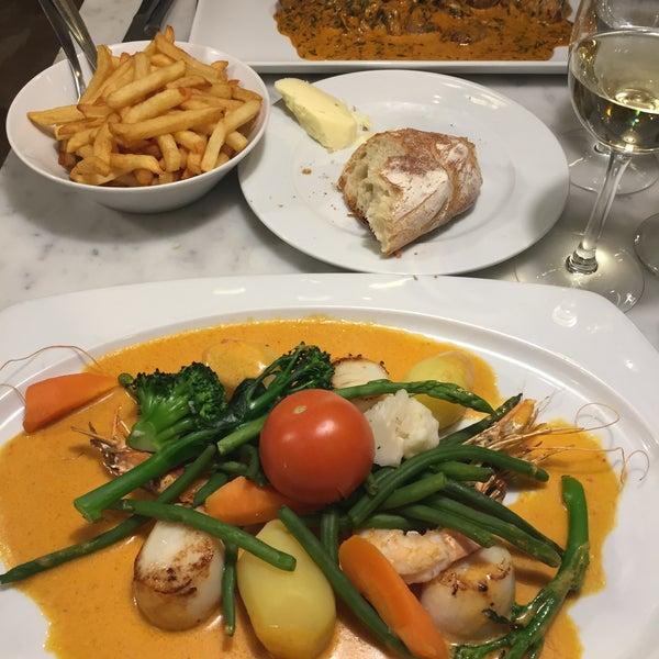 เที่ยว ๆ Brussel ชมเด็กฉี่ แวะถ่ายรูป Grand palace แล้ว ต้องมาร้านนี้ให้ได้ครับ อาหารฝรั่งเศษรสชาติไม่จืดชืด มื้อค่ำเปิดทุ่มนึงครับ