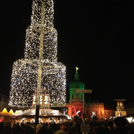 Photo taken at Weihnachtsmarkt vor dem Schloss Charlottenburg by Sebastian N. on 12/7/2012