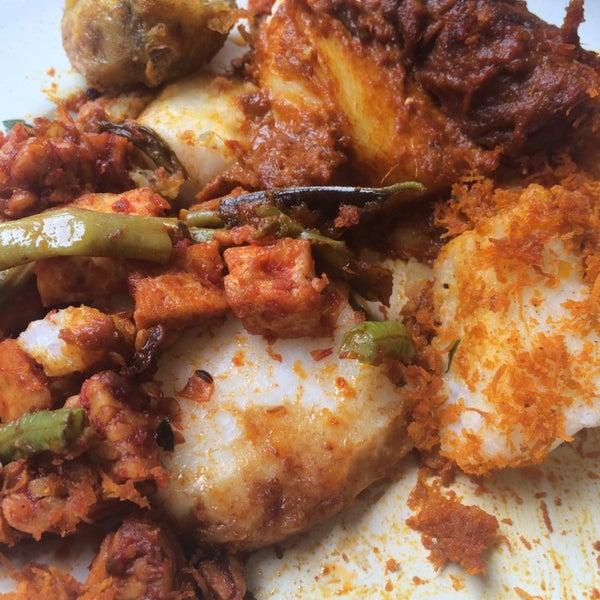 Photo taken at Thohirah Restaurant by ✈ Nàdÿá Aÿdàn ✈ on 10/11/2014