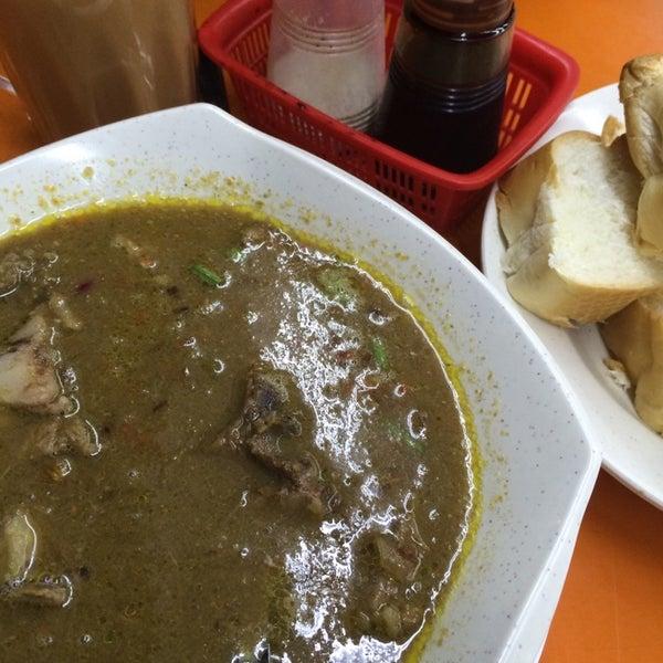 Photo taken at Thohirah Restaurant by ✈ Nàdÿá Aÿdàn ✈ on 8/23/2014