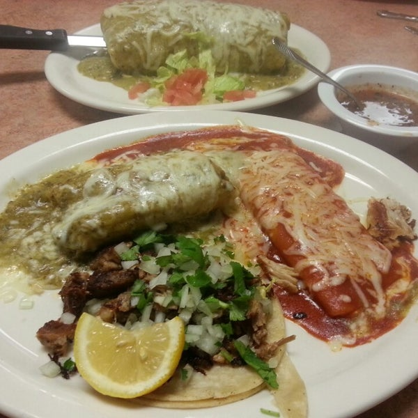 Photo taken at Genoveva's Fine Mexican Food & Grill by Ernie E. on 1/17/2015