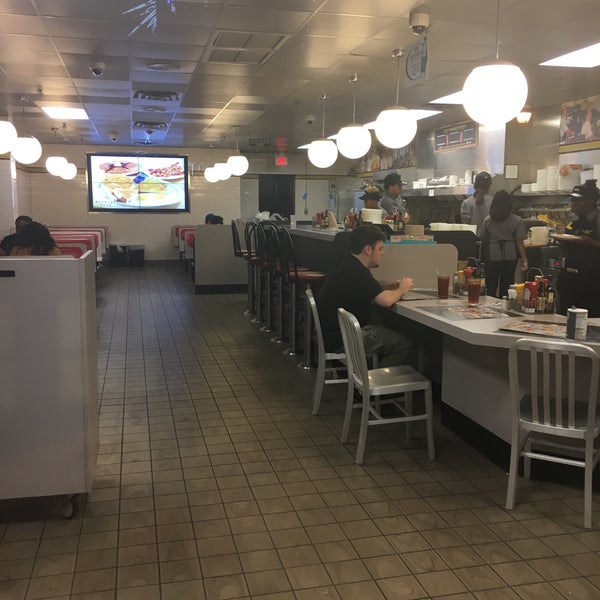 Photo taken at Waffle House by SK R. on 10/17/2016