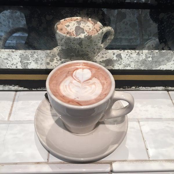 Foto scattata a Toby's Estate Coffee da Sandra G. il 3/3/2015