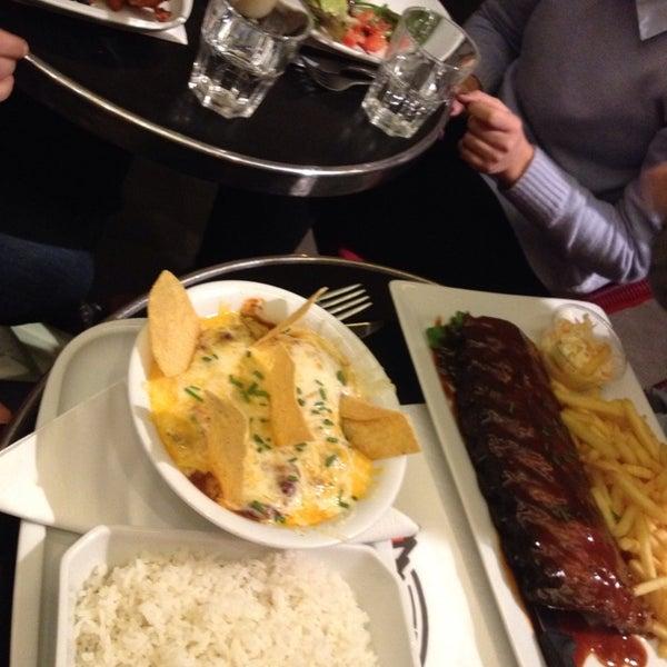 Photo taken at Indiana Café – République by Manon S. on 10/22/2014