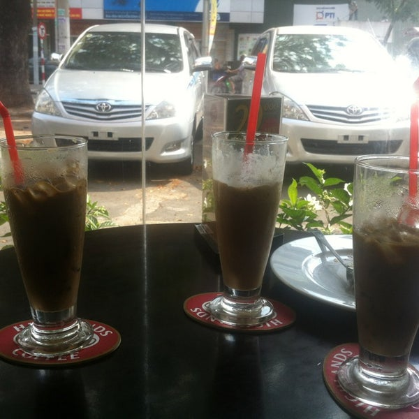 Photo taken at Highlands Coffee by Quang P. on 4/6/2013