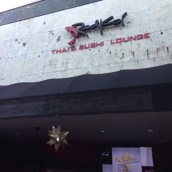 Foto tomada en Red Koi Thai & Sushi Lounge por Tom L. el 5/5/2013