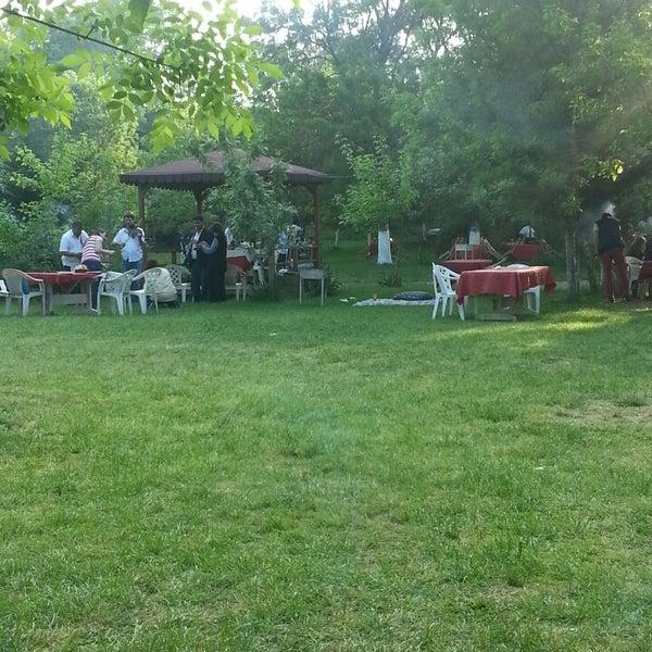 5/5/2013 tarihinde Enginziyaretçi tarafından Yeşil Çiftlik Restaurant'de çekilen fotoğraf