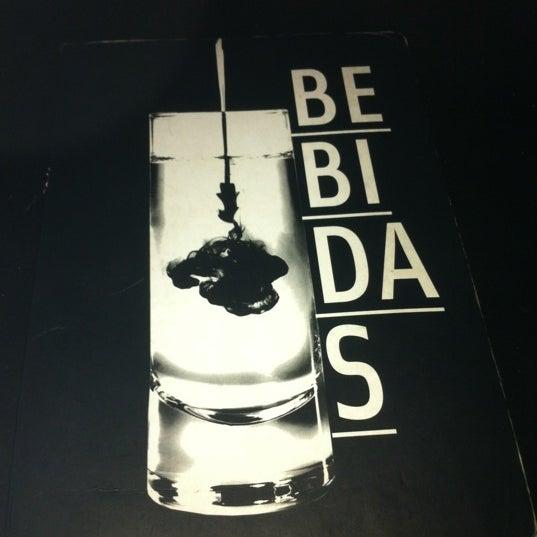 Foto tirada no(a) Meza Bar por Bianca R. em 10/20/2012