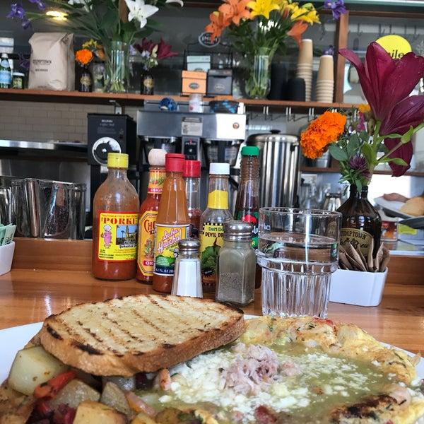 รูปภาพถ่ายที่ Harbor Breakfast โดย Didi F. เมื่อ 6/13/2017