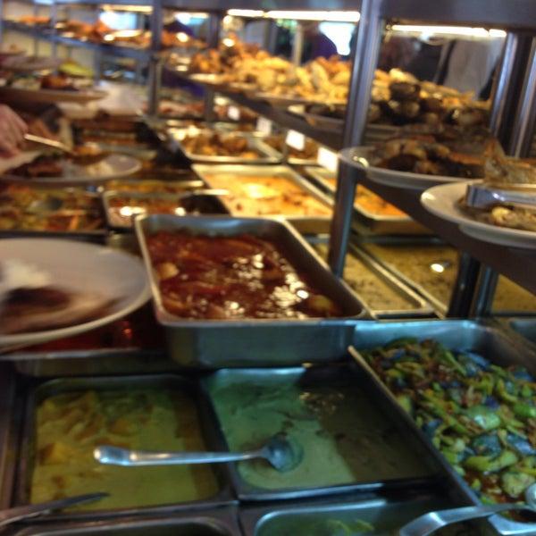 Photo taken at Restoran Sambal Hijau by Amyra A. on 4/21/2015