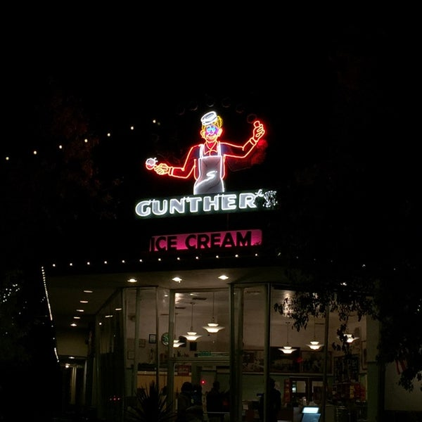 Photo taken at Gunther's Quality Ice Cream by Chona G. on 11/12/2014