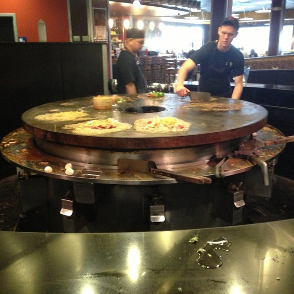 Photo taken at HuHot Mongolian Grill by Dennis L. on 3/16/2013