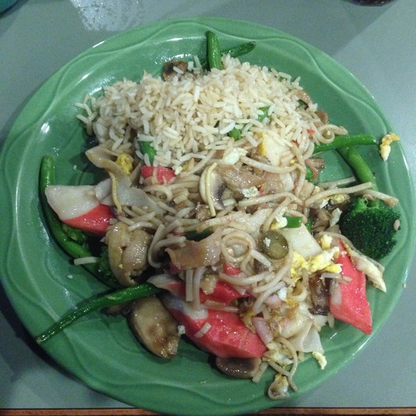 Photo taken at HuHot Mongolian Grill by Dennis L. on 10/15/2013