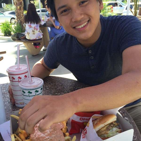 Photo taken at In-N-Out Burger by Crichelle G. on 5/4/2015