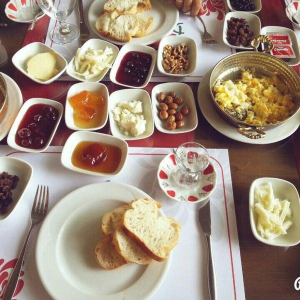 1/1/2016 tarihinde Bora A.ziyaretçi tarafından Sah İnn Restaurant'de çekilen fotoğraf