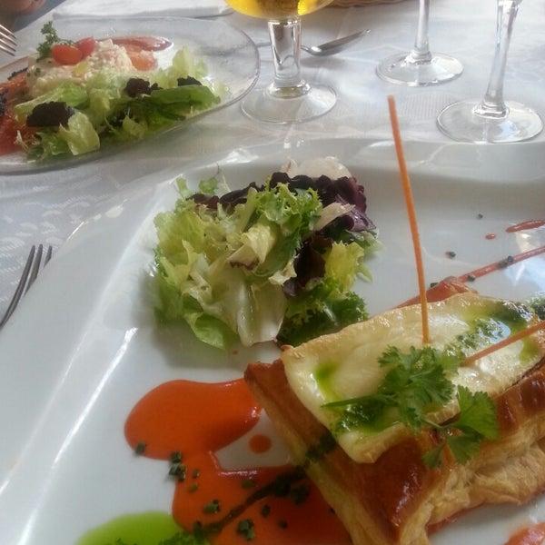 Hojaldre de salmón y ensalada de patata... maravillosos!