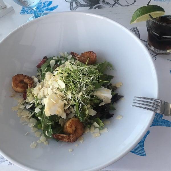 Великолепно заведение .  Очень красиво и кайфово.  Шикарный вид на море. Хорошие порции. Тар-тар , салаты божественны. Кальян лучший. Обслуживание на высоте. Рекомендую ♥️