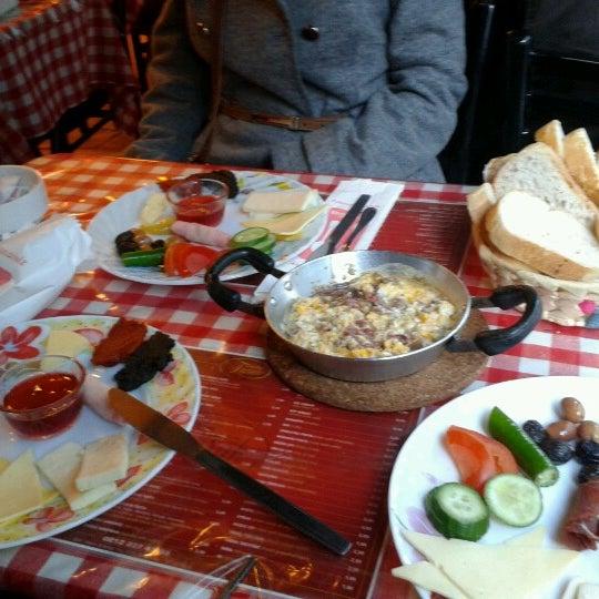 1/23/2013 tarihinde Bahar T.ziyaretçi tarafından Café Faruk'de çekilen fotoğraf