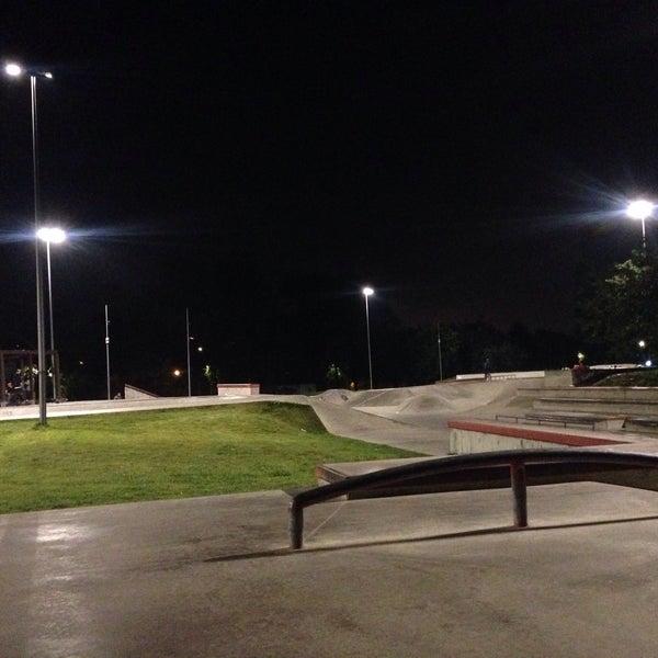 Das Foto wurde bei Скейт-парк «Садовники» von Kevin D. am 8/31/2017 aufgenommen