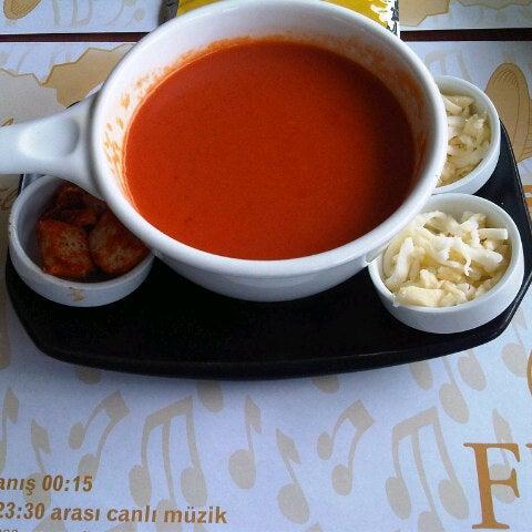 7/2/2013 tarihinde Muratziyaretçi tarafından Flz Cafe & Restaurant'de çekilen fotoğraf