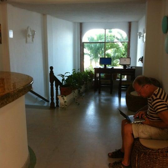 Foto tomada en Emperador Hotel & Suites por Chufo R. el 12/10/2012