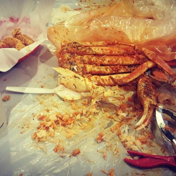 Photo taken at Hot N Juicy Crawfish by Keion M. on 2/21/2016