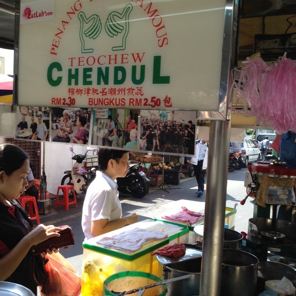 Photo taken at Penang Road Famous Teochew Chendul (Tan) by Edmund W. on 6/18/2014