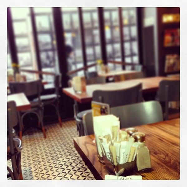 1/29/2013 tarihinde Kenan A.ziyaretçi tarafından Faros Restaurant'de çekilen fotoğraf