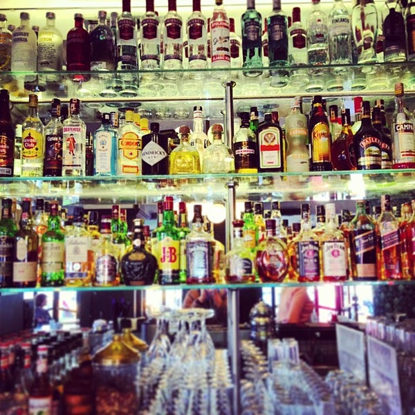 4/11/2013 tarihinde Kenan A.ziyaretçi tarafından Faros Restaurant'de çekilen fotoğraf