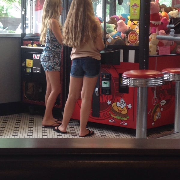 Photo taken at Steak 'n Shake by Jarrod M. on 6/2/2017