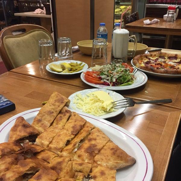 2/6/2017 tarihinde Ahmet Ü.ziyaretçi tarafından Karadeniz Pide Salonu'de çekilen fotoğraf