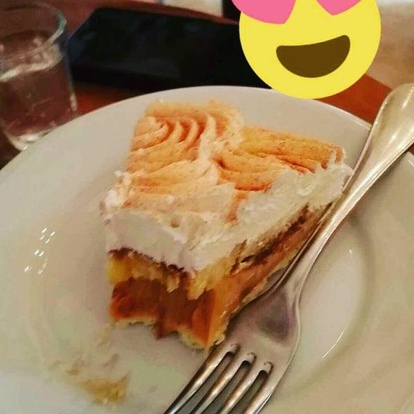 Foto tirada no(a) Florbela Café por Junior M. em 12/20/2015