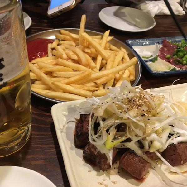 Photo taken at 日本橋 紅とん 池袋ビックリガード店 by ミヤケン on 3/25/2017