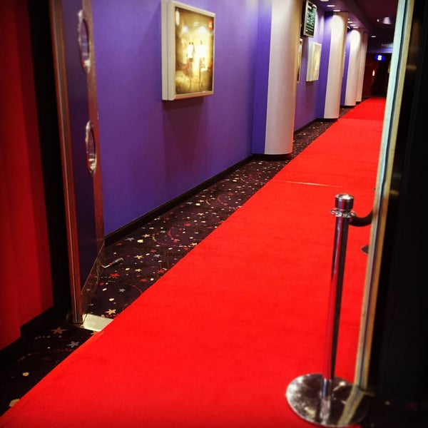 Photo taken at Cineworld by Simon W. on 9/13/2015