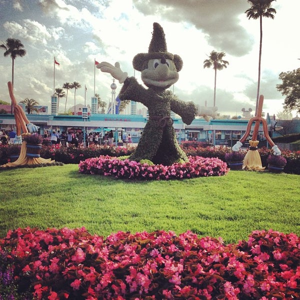 Photo taken at Disney's Hollywood Studios by Micaela M. on 4/17/2013