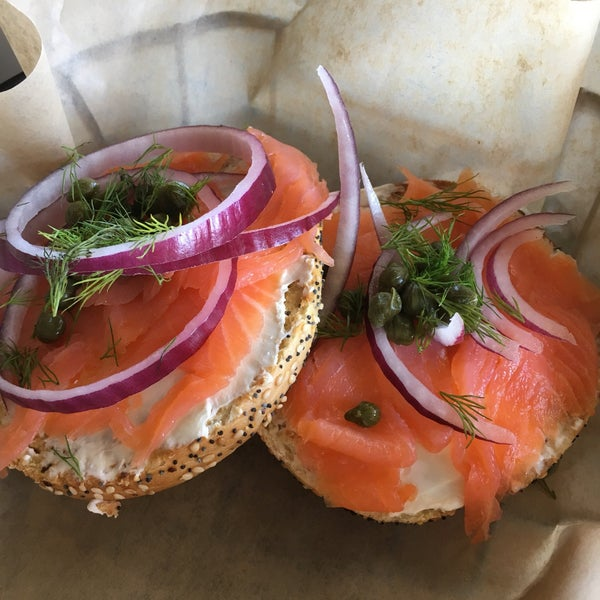 Awesome lox bagel and acai bowl. Not sure about their coffee...