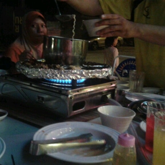 Photo taken at Mak Engku Steamboat & Grill by Flyer F. on 1/8/2014