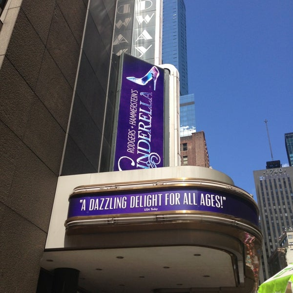 8/14/2013にSherry T.がBroadway Theatreで撮った写真