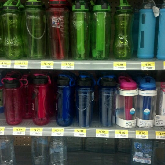 Das Foto wurde bei Walmart von Crucifixio J. am 9/3/2012 aufgenommen