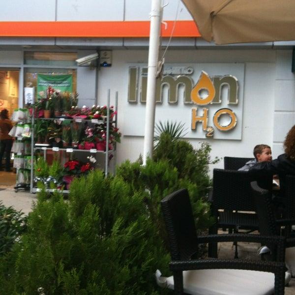 12/29/2012 tarihinde Gönül B.ziyaretçi tarafından LimonH₂O Cafe Bistro'de çekilen fotoğraf