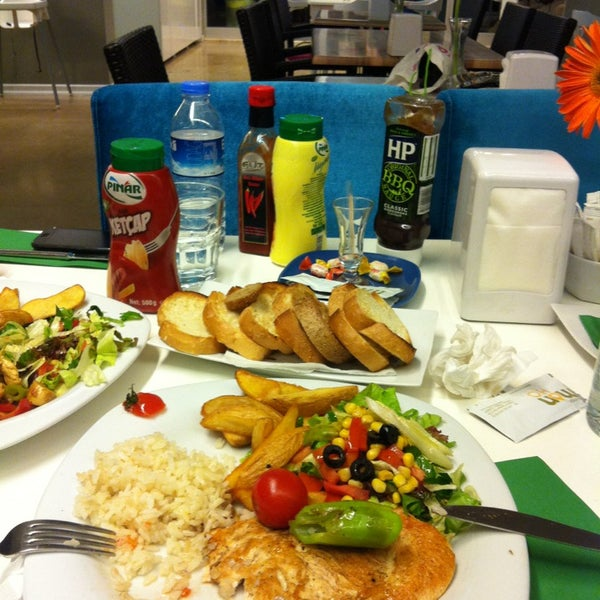 3/13/2013 tarihinde Gönül B.ziyaretçi tarafından LimonH₂O Cafe Bistro'de çekilen fotoğraf